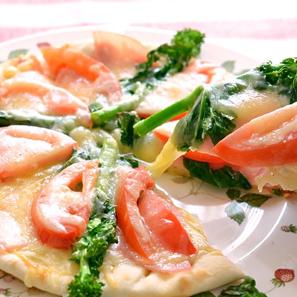 菜の花とハムの春のピザ