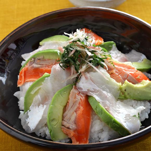 炙りサーモンと真鯛の紅白どんぶり