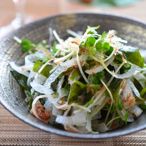 玉ねぎとわかめの和風サラダ