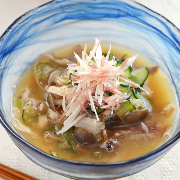 たっぷりきのこと鮭缶で作る、冷汁