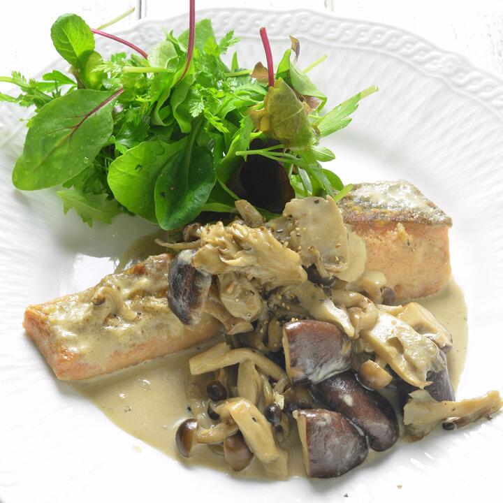 秋鮭のソテー、きのこクリームソース