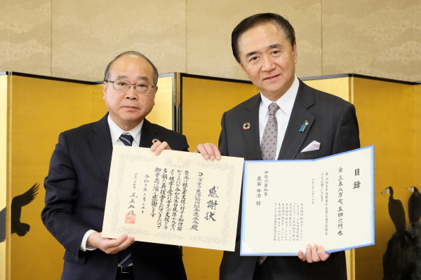 左から永井副理事長、黒岩知事