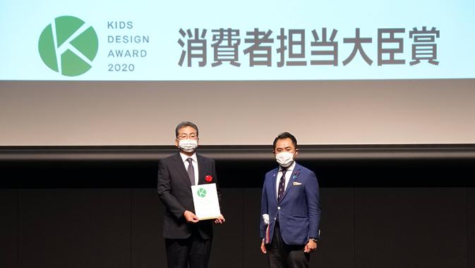 吉川内閣府大臣政務官と土屋コープデリ連合会理事長の写真